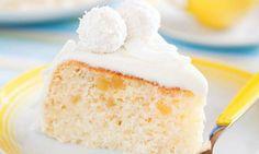 Dieser selbst gebackenen Raffaello-Torte kann wirklich niemand widerstehen! Eine leichte Cremefüllung und feine Kokosraspel versprechen einen echten Hochgenuss.