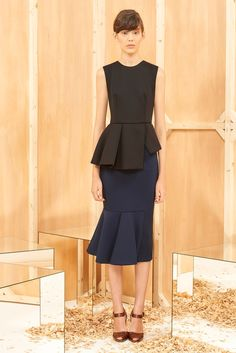 http://www.style.com/slideshows/fashion-shows/pre-fall-2015/sportmax/collection/23