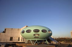 8cf1a6e07 The Futuro House by Finnish architect Matti Suuronen, London, 60s  Architects Journal, London