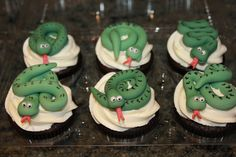 Every cupcake is better with a snake! Fondant Toppers, Cupcake Toppers, Cupcake Cakes, Mini Cakes, Birthday Bbq, 6th Birthday Parties, Birthday Ideas, Snake Cakes, Snake Party