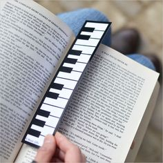 Piano keyboard bookmark