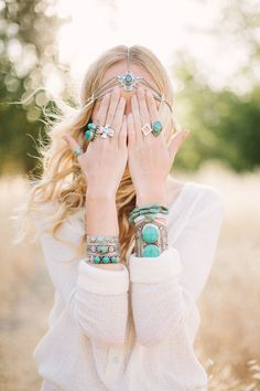 If you love laidback and relaxed looks that are chic and stylish as well, you'll surely love Boho fashion. Boho girls are the luckiest. Hippie Style, Hippie Chic, Moda Hippie, Estilo Hippie, Gypsy Style, My Style, Boho Gypsy, Bohemian Mode, Bohemian Style