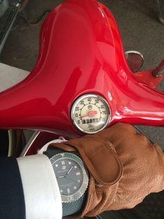 #vespa#smoothiewatch#smoothiewatch_kr#swissmade#westro#dailylook#fashion item#hot#gray#redcherry vespa#동호회#스무디워치#스위스메이드#커플시계#손목시계
