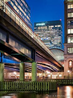JP & Me: The Shortest Stop on the DLR? But possibly the most dramatic! The bridge into Canary Wharf Station London