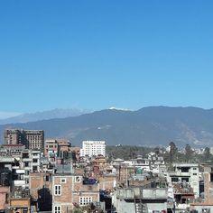 天気が良かったので久しぶりに屋上へ出てみたヒマラヤがよく見えていた #kathmandu