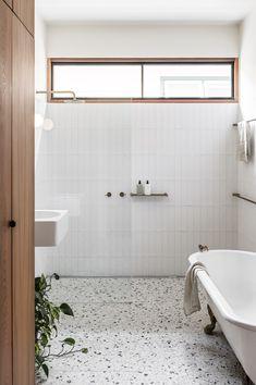 Australian Interior Design, Interior Design Awards, Bathroom Interior Design, Bad Inspiration, Bathroom Inspiration, Simple Bathroom, Modern Bathroom, Bathroom Trends, Colorful Bathroom