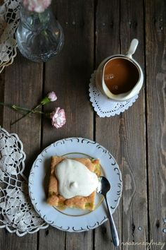 Rhubarb pie with vanilla and caramel sauce