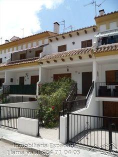 Venta vivienda unifamiliar adosada en la calle Moreral de Caudiel. Amueblada para entrar a vivir. Ubicada al lado de la piscina municipal, un sitio muy tranquilo tanto para vivir como para veranear. Con un jardín con paellero. 120.000 €.