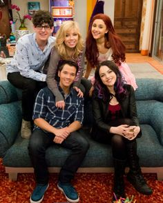 Freddie, Robbie & Jade on 'Sam & Cat' This Weekend - See The Pics!: Photo Nathan Kress, Elizabeth Gillies and Matt Bennett are guest starring on this weekend's Sam & Cat! Victorious Cat, Victorious Nickelodeon, Icarly And Victorious, Jennette Mccurdy, Series Da Nickelodeon, Nickelodeon Girls, Sam E Cat, Ariana Grande Cat, Liz Gilles