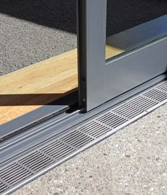 Dış Mekan/ İç Mekan eşik detayı- flush track at sliding door detail Door Design, Exterior Design, House Design, Sliding Glass Door, Sliding Doors, Stacker Doors, Aluminium Windows And Doors, House Extension Design, Door Detail