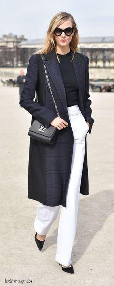 A fashion favourite: Karlie Kloss arrives at Elie Saab Fall 2015 Fashion Show during Paris Fashion Week. Fashion Week 2015, Fashion Mode, Work Fashion, Style Fashion, Workwear Fashion, Fashion Story, Paris Fashion Weeks, Fashion Trends, Net Fashion