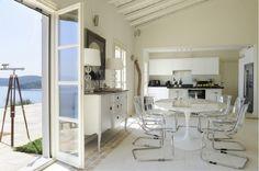 Binnenkijken | Twee prachtige Griekse huizen op Corfu en Santorini • Stijlvol Styling - WoonblogStijlvol Styling – Woonblog