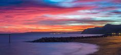 """The extraordinary colours of the night sky lasted for more than an hour after the sun had set. Stephen said: """"The Jurassic Coast is the perfect location for sunrises sunsets because of its iconic landmarks and near enough east-to-west positioning."""" (Stephen Banks)"""