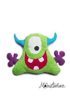Lustiges Kuschelmonster Marlon, was auch als kleines Kissen genutzt werden kann. Das Monster ist auch für ganz kleine Kinder geeignet, da keine Kle...
