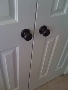 Door Knob Makeovers: Update those gold colored contractor grade door knobs just by spray painting them with Rustoleum Oil Rubbed Bronze.