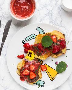 Na Insta Stories przygotowuję dzisiejsze śniadanie. Francuskie grzanki z szybkim dżemem z truskawek i chia! Patrzcie jak się wygłupiam!#morning #breakfeast #frenchtoasts #veganfood #vegan #whatveganseat #vegancooking #healthyfood #photography #foodstagram #chia #foodphotography #govegan #photofoodiegram_spring #photofoodiegram #veganfoodshare
