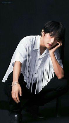 bts v kim taehyung Bts Taehyung, Taehyung Photoshoot, Bts Bangtan Boy, Bts Boys, Namjoon, Taehyung Fanart, Daegu, Foto Bts, Kpop