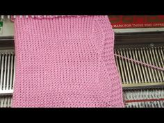 Easy button strip in knitting machine मशीन में आसन बटन पटी डिजाइन Loom Knitting Stitches, Knitting Machine Patterns, Brother Knitting Machine, Knit Edge, Finger Knitting, Knit Cowl, Knitted Blankets, Fair Isles, Woven Rug