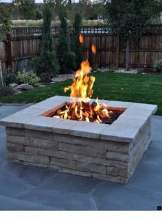 Fire Pit Ideas Backyard Landscaping - Try turning off your TV and stashing the remote for a better family time. Go to your backyard and sit around the fire pit to maintain a conversation, instead. Diy Fire Pit, Fire Pit Table, Fire Pit Backyard, Diy Propane Fire Pit, Desert Backyard, Fire Pit With Rocks, Cool Fire Pits, Gas Fire Pits, Brick Fire Pits