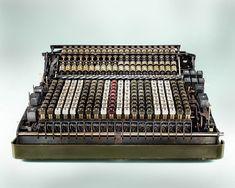 Die inneren Funktionen von Antique Taschenrechner drastisch von Kevin Twomey Fotografiert