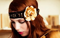 Beautiful Hair Bows - 4 Ways To Rock A Stylish Hair Bow - Hairstyles Trend 2020 Vintage Hair Accessories, Hair Accessories For Women, Moda Vintage, Yellow Hair, Beauty Magazine, Stylish Hair, Latest Hairstyles, Rose Design, Vintage Hairstyles