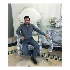 Y es que veo una silla tipo trono y no resisto la tentación a tomarme foto. #SuSantidad #Fernando #ArdereEnElInfierno #AllaNosVemos #picoftheday #happy