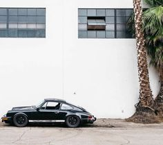 The Porsche 911 is a truly a race car you can drive on the street. It's distinctive Porsche styling is backed up by incredible race car performance. Porsche Classic, Classic Cars, Porsche Autos, Bmw Autos, Porsche Cars, Porsche Cayman 987, Porsche 930, Black Porsche, Porsche 2017