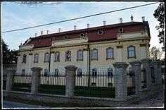Kaštieľ v Sasinkove (29.4.2015)  Radosť naň pozerať oproti roku 2005