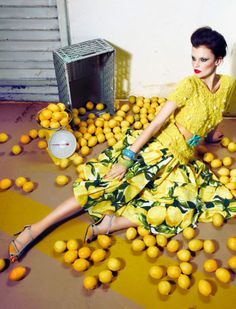 Window display inspiraton-- slipped on some lemons. Artful  way to merchandise a lemon yellow dress!