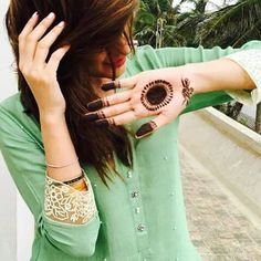Mehwish Hayat is surely flaunting her mehndi but, you can't take your eyes off from that soft mint coloured top. on the top desi. Cute Girl Pic, Cute Girl Poses, Girl Photo Poses, Girl Photography Poses, Cute Girls, Fb Girls, Girls Eyes, Mehndi Art Designs, Mehndi Images