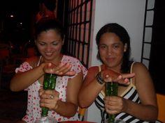 Mi hermanita y yo ....Las hermanas  siempre apoyan en las mejores borracheras