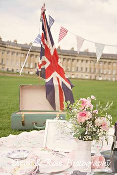 union jack flag picnic - on the lawn in front of the Royal Crescent, Bath Picnic Box, Summer Picnic, Union Flags, British Things, Company Picnic, 90th Birthday, Great British, Union Jack, Queen