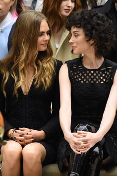 Cara Delevingne and St. Vincent - Burberry SS16 Front Row - September 21, 2015 #LFW