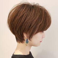 Silver Hair, Being A Landlord, Short Hair Styles, Hair Cuts, Hair Beauty, Hairstyles, Hair, Bob Styles, Haircuts