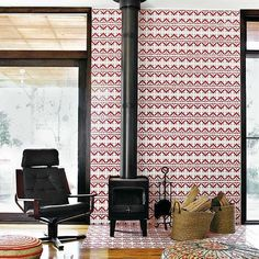 It may or may not be your colour choice, but there's no denying that this patterned tile surround is eye catching. cr @dwellmagazine  #fireplace #tiles #pattern #inspirasjon #inspiration #design #design123 #interior #interiør #interiordesign
