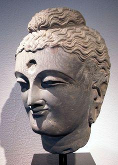 Tête de Buddha Schiste gris 2ème / 4ème siècle Pakistan, Gandhara H: 33 cm