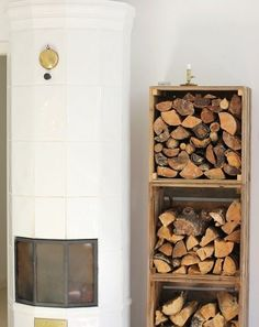 These indoor firewood storage ideas will help you pick the perfect rack for your firewood, keeping your home beautiful without leaving you broke. Outdoor Firewood Rack, Firewood Storage, Diy Garden Decor, Diy Home Decor, Room Decor, Indoor Log Storage, Room Interior, Interior Design Living Room, Wood Store