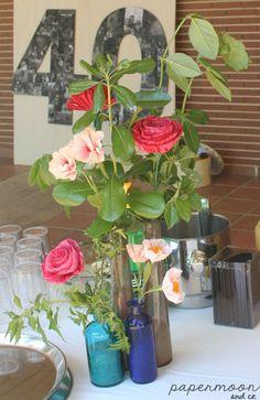 Centro de flores de papel y ramas naturales  para mesa de bebidas. http://www.papermoonandco.com/