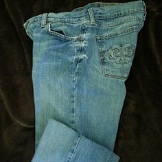 Women Lucky Brand Jeans 29x31 Women Lucky Brand stretch lowcut, bootcut jeans size 29x31. These jeans have a worn look with cute embroidery on the back pockets. They are in good condition. No tears.stains or frayed bottoms of hems. Please feel free to ask for additional information. Lucky Brand Jeans Boot Cut