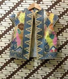 cute batik bolero Blouse Batik, Batik Dress, Traditional Fabric, Traditional Dresses, Batik Fashion, Boho Fashion, Mode Batik, Batik Kebaya, Batik Pattern