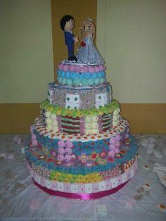 Tarta de chuches para boda y muñecos de gomaeva personalizados