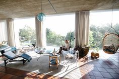 Depending on where you stand, the Fagan's self-built home 'Die Es' has a mountain or seaside backdrop. 'Die Es'—meaning 'the hearth—is situated on the Atlantic Seaboard in Camps Bay, but it feels more like it's on a little farm with its own private nature reserve.