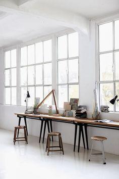 #Industrial #office with #wooden #tables // #Industrieller #Arbeitsplatz mit #Tischen aus #Holz