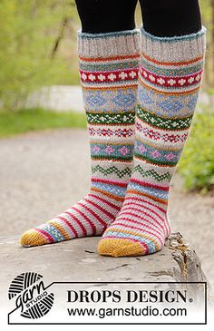 Knitted socks in DROPS Karisma. The work is knitted with stripes and n . Knitted socks in DROPS Karisma. The work is knitted with stripes and Norwegian patterns. Knitting Patterns Free, Free Knitting, Baby Knitting, Drops Design, Fair Isle Knitting, Knitting Socks, Drops Karisma, Magazine Drops