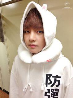 V at Music Bank, backstage