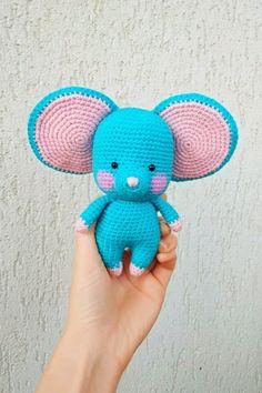 СХЕМА вязания мышонка крючком с большими ушами #схемыамигуруми #амигуруми #вязанаяигрушка #игрушкикрючком #вязанаямышь #amigurumipattern #crochetmouse #amigurumimouse Smurfs, Crochet Hats, Birthday, Mandalay, Friends, Crochet For Beginners, Knitting Toys, Amigurumi, Dots
