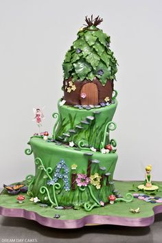 Fairy Princess Birthday cake (wonder how creative I could get w/buttercream?) Lil individual Melting chocolate for the stones, and. Fairy House Cake, Fairy Garden Cake, Garden Cakes, Fairy Cakes, Cupcakes, Cupcake Cakes, Crazy Cakes, Garden Birthday Cake, Birthday Cakes