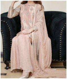 Pakistani Party Wear Dresses, Beautiful Pakistani Dresses, Shadi Dresses, Pakistani Wedding Outfits, Designer Party Wear Dresses, Pakistani Bridal Wear, Pakistani Dress Design, Wedding Dresses, Pakistani Suits