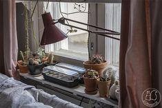 Oravanpesä: SANOVAT SITÄ POIKKEUSTILAKSI. Desk Lamp, Table Lamp, Lighting, Home Decor, Homemade Home Decor, Table Lamps, Lights, Lightning, Decoration Home