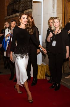 Queen Rania of Jordan turns 46 on Wednesday, and to celebrate the palace has released a series of photos from important events the monarch has been involved in over the past year Salma Hayek, Gigi Hadid Outfits, Valentino, Queen Rania, Estilo Real, Classic Skirts, Asymmetrical Skirt, Royal Fashion, New Wardrobe